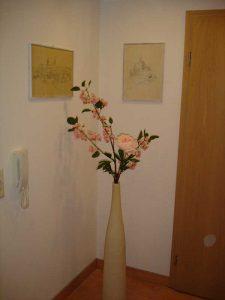 Standvase mit Blumen